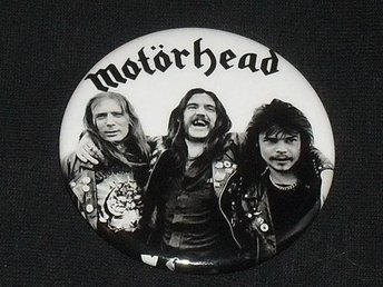 MOTÖRHEAD (STOR) Button Badge / Pin / Knapp) Lemmy, Saxon, NWOBHM, Overkill,)
