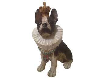 Javascript är inaktiverat. - Malmö - Stor ståtlig hund med guldfärgad krona och vit krage. 23,5 x 15 x 33 cm Fler i lager, kontakta mig om fler än en önskas Samfraktar. Fri frakt! - Malmö