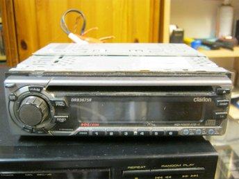 Javascript är inaktiverat. - Boxholm - CLARION DRB3675R BILSTEREO MED RADIO/CD SPELARE+INBYGGT STEG 2X45WATT RCA UTTAG FÖR EXTRA SLUTSTEG! I MKT FINT SKICK MED KONTAKTER O MONTERINGSSARG KVALITATIV CD SPELARE FRÅN VÄLKÄNDA CLARION! DYR NY! FYNDA! - Boxholm