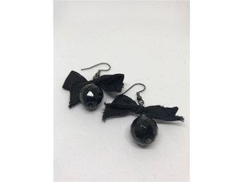 Vintage örhängen med svart sten och rosett - Järfälla - Vintage örhängen med svart sten och rosett - Järfälla