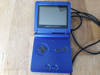 Gameboy Advance sp med laddare.