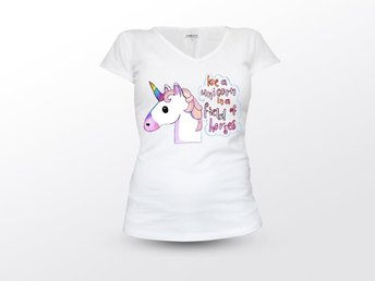 Be A Unicorn In A Field Of Horses Tshirt size S 34/36