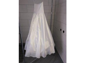 underklänning till brudklänning