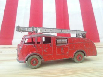 FIRE ENGINE DINKY TOYS