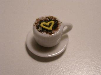 Miniatyr kaffe, fatet är 18 mm. Kopp och fat i porslin. - Helsingborg - Miniatyr kaffe, fatet är 18 mm. Kopp och fat i porslin. - Helsingborg