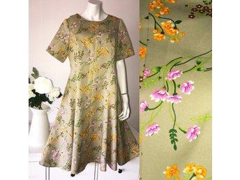 Vintage fri frakt grön blommig klänning rosa gul 70-tal 60-tal retro L XL - Kullavik - Vintage fri frakt grön blommig klänning rosa gul 70-tal 60-tal retro L XL - Kullavik