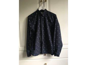 Wood Wood Herrskjorta mörkblå poplin - Stockholm - Wood Wood Herrskjorta mörkblå poplin - Stockholm