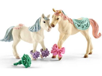 Schleich Bayala Star Companion with Feed Elf Horse Horse Foal