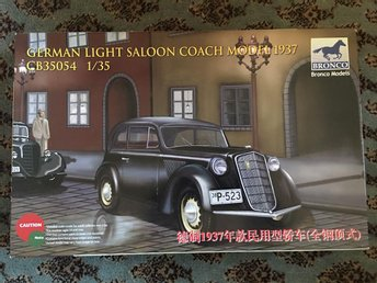 Bronco - German light Saloon coach model 1937...1:35