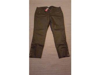 39. Jeans med vaxad yta och dragkedje detaljer, stl 52 - Göteborg - 39. Jeans med vaxad yta och dragkedje detaljer, stl 52 - Göteborg