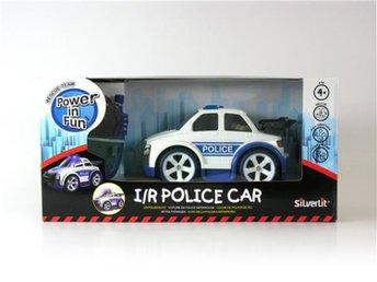 Javascript är inaktiverat. - Landskrona - Silverlit Police Car Beskrivning: Radiostyrd polisbil för de allra yngsta. Bilen är lättstyrd med blinkande lampor och inbyggda ljudeffekter. För barn från 4 år. - Radiostyrd - Ljuseffekter - Ljudeffekter - Medföljande fjärrkontroll S - Landskrona