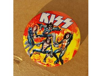 KISS - 4,5 cm Badge / Pin / Knapp - (Marvel Comics, 1977, Alive II,)
