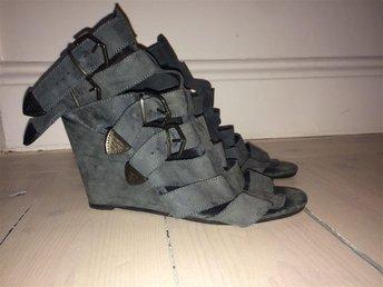 Mocka platå sandal ifrån Topshop i stl 40 - Stockholm - Mocka platå sandal ifrån Topshop i stl 40 - Stockholm