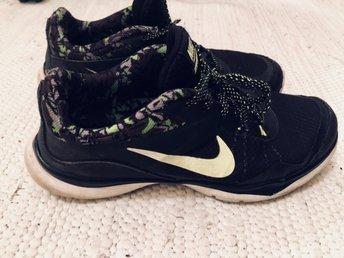 Snygga Sneakers från Nike strl 40,5