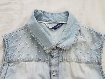 Jeans sleeveless shirt