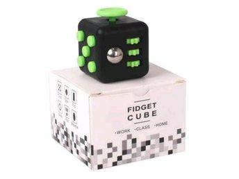 Fidget cube / Stresskub, antistress, stresstärning, fidget cube, Grön/Svart - Shanghai - Observera leveranstiden! Billigast på Tradera! När du handlar av mig kan du vara säker på att du inte betalar en krona mer än nödvändigt. Hur då? Jo, jag erbjuder lägsta pris-garanti! Läs hela annonsen för mer information. Är du (el - Shanghai