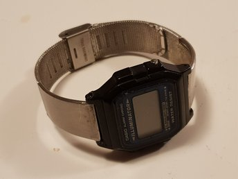 Digitalt armbandsur Casio illuminator