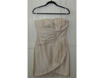 Puderrosa axelbandslös klänning från H&M stl 38 - HM korsettskenor puder-rosa - Gästrike Hammarby - Puderrosa axelbandslös klänning från H&M stl 38 - HM korsettskenor puder-rosa - Gästrike Hammarby