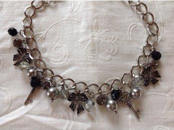 Ett långt läckert *vridet* halsband med fint l.. (360456718