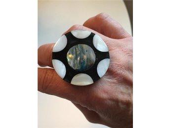 Häftig vintage ring pärlemor abalone och plast stl 18,5 - Karlstad - Häftig vintage ring pärlemor abalone och plast stl 18,5 - Karlstad