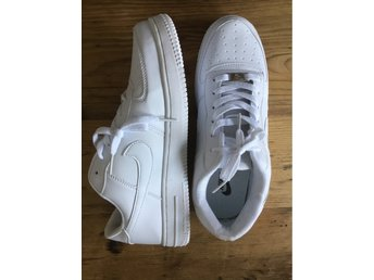 Helt Nya Vita NIKE Air Force One strl:43
