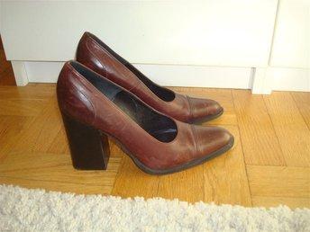 Max Mara skor stl 37 Italy vinröda pumps spetsiga skor högklackade skinnskor - Stockholm - Max Mara skor stl 37 Italy vinröda pumps spetsiga skor högklackade skinnskor - Stockholm