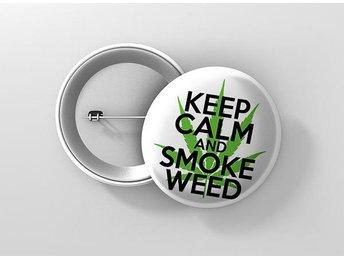Keep Calm And Smoke Weed Pin / Knapp / Badge Stor 57mm - Kuala Lumpur - Keep Calm And Smoke Weed Pin / Knapp / Badge Stor 57mm - Kuala Lumpur