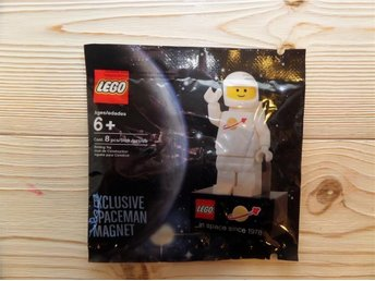 Lego 2855028 - Exclusive Spaceman Magnet, Classic Space