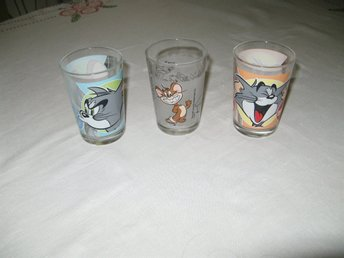 3 DRICKSGLAS MED TOM OCH JERRY TM&TURNER ENTERTAINMENT CO 04-05