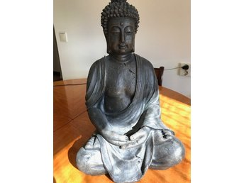 stor buddha staty trädgård