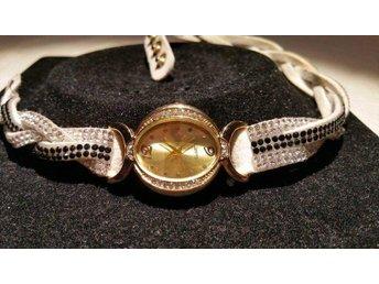 FYRA armbands klockor, 2 i infinity med strass, samt 2 bruna klockor - Vargön - FYRA armbands klockor, 2 i infinity med strass, samt 2 bruna klockor - Vargön