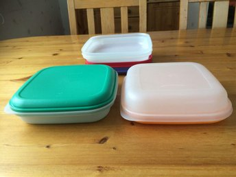 Tupperware 4 fat / tallrikar med lock.
