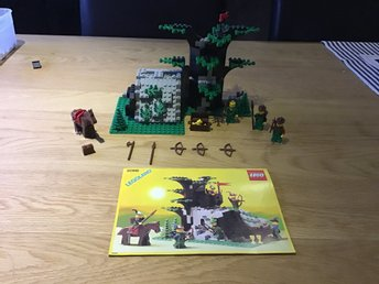 Lego castle Camouflaged Outpost