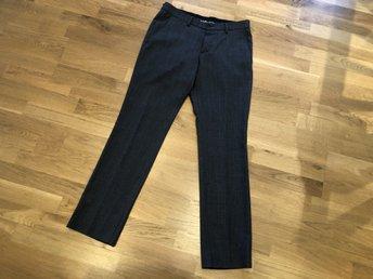 Mörkblåa mönstrade finbyxor från Riley storlek .. (329334171) ᐈ Köp ... b963554bbbc2d