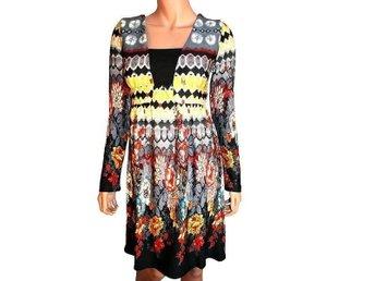 Dress Size 42 - Teupitz - 70s style Dress Retrolook. Size 42 Material: 90 % Viskose 10 % Elastine A:96cm B:74cm C:49-53cm D:63cm betalningsmetod : paypal - Teupitz