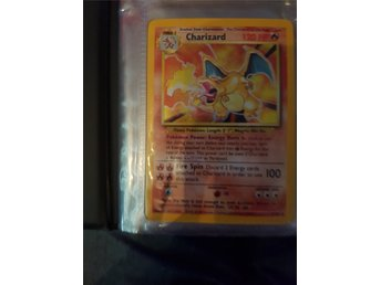 Base set charizard holo kort