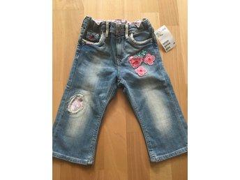 Javascript är inaktiverat. - Göteborg - Hej,Säljer dessa jätte söta barn jeans.Storlek: 86, 12-18 månader.Inköpta på H&M.Nypris: 149 kr.Helt nya, lappar kvar. Endast legat i påse.Djur/Rökfritt hem.Välkommen med ditt bud.Väl mött,Carin - Göteborg