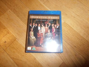 Downton Abbey - The London Season (Blu Ray) inplastad
