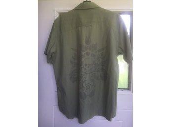 Analog. Cool Kortärmad skjorta med döskalle på ryggen, grön med smala ränder - Dals Långed - Analog. Cool Kortärmad skjorta med döskalle på ryggen, grön med smala ränder - Dals Långed