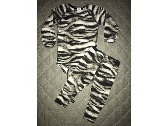 MOLO set med body och byxa tights i ZEBRA print