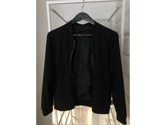 Zara tunn jacka (378315526) ᐈ Köp på Tradera