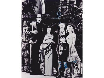 THE MUNSTERS TELEVISION CASTSIGNED BY 4 PRE-PRINT AUTOGRAF FOTO