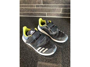 Adidas skor storlek 29 (394387732) ᐈ Köp på Tradera