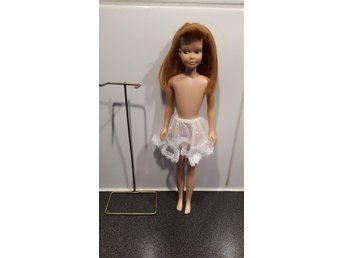 """Skipper """"Barbies Little Sister. 1965 med Ställning. - Vetlanda - Skipper """"Barbies Little Sister. 1965 med Ställning. - Vetlanda"""