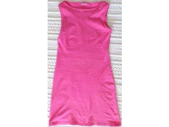 skön pinkrosa ärmlös klänning med båtringning b.. (414872899