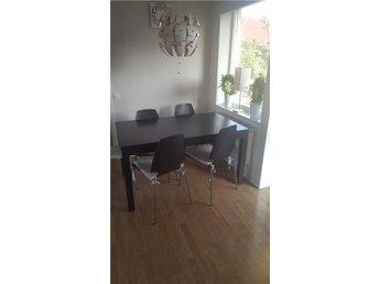 Bjursta matbord brunsvart inklusive stolar. - Kållered - Bjursta matbord brunsvart inklusive stolar. - Kållered