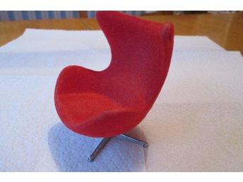 LUNDBY   Arne Jacobsens Ägget i rött. Från 60-7.. (331434674) ᐈ Köp ... fc2866dc4c178