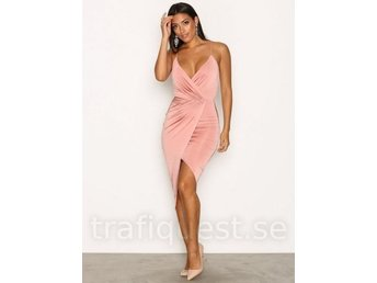 NELLY ONE WRAP RUTCHED DRESS OANVÄND ROSA S