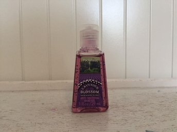Bath & BodyWorks Lavender Blossom Anti-Bacterial Hand Gel