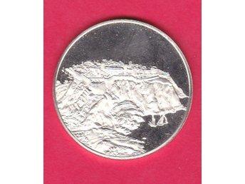 Monaco, vacker medalj med klippa och båtar / nice medal cliff and boats - älvsjö - Monaco, vacker medalj med klippa och båtar / nice medal cliff and boats - älvsjö